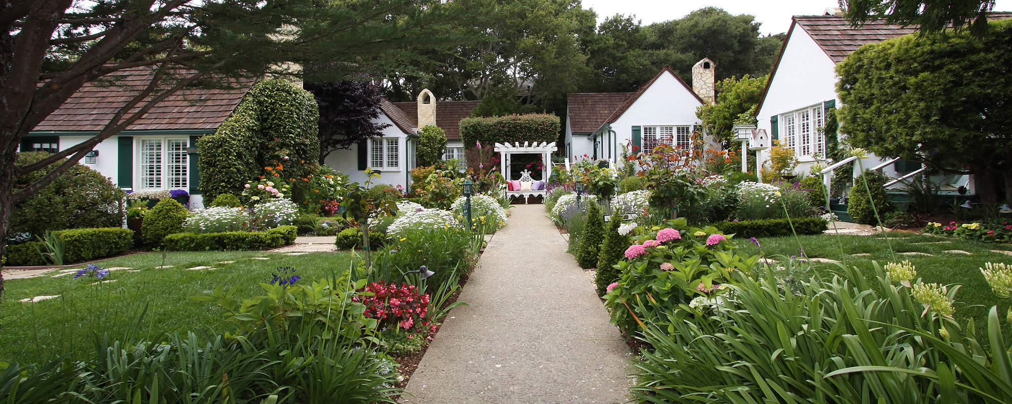 carmel cottages in lush gardens near ocean lincoln green inn