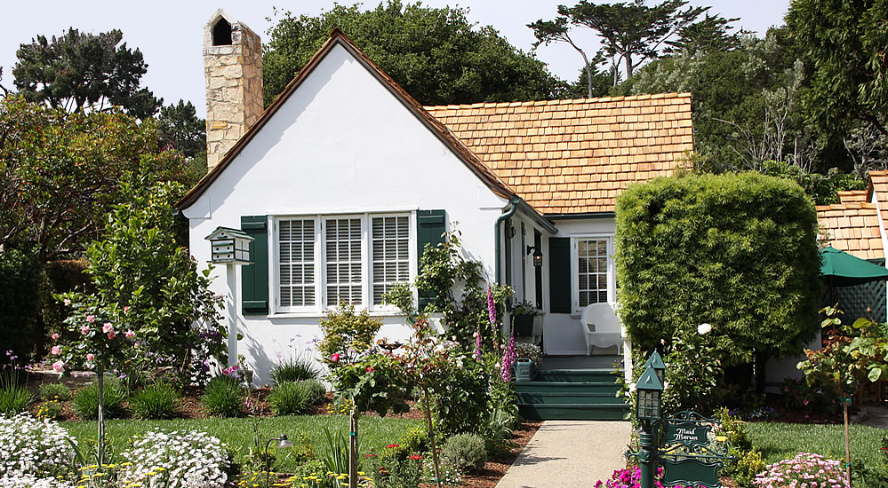 maid marian cottage in gardens